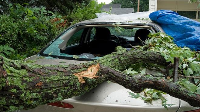 Wat bij stormschade aan je auto door derden?