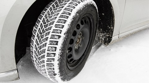 Winterbanden verplicht voor je autoverzekering?